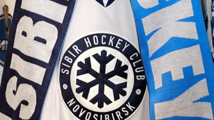 В магазине спортивной одежды появились именные свитера игроков ХК «Сибирь»