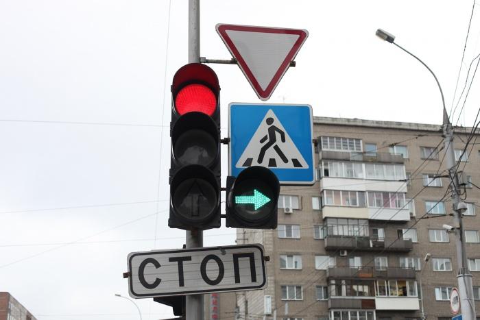Сегодня ограждения, светофоры и разметка есть на пешеходных переходах только у  30 %  школ региона