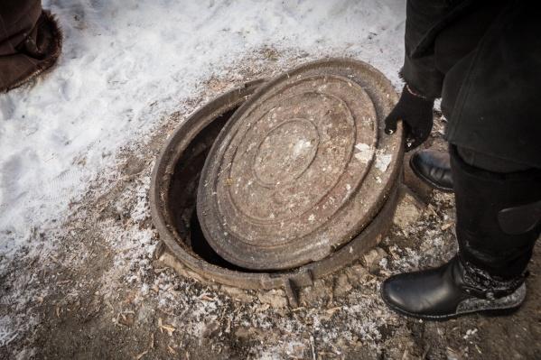 8-летний мальчик упал в двухметровую яму