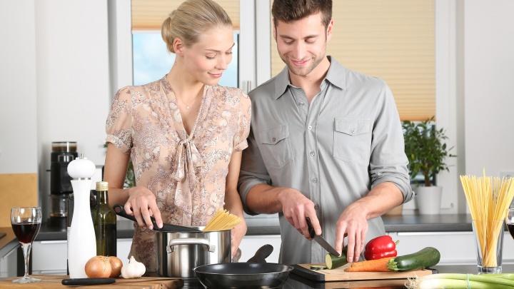 Хозяйки любят побольше: обзор квартир с просторными кухнями (фото)