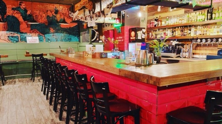 В Новосибирске распродают бары