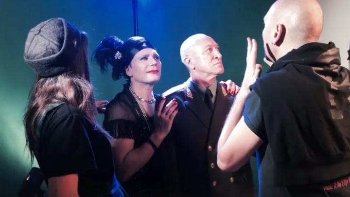 «Красный факел» показал превращение актера Телегина в женщину ради новой роли