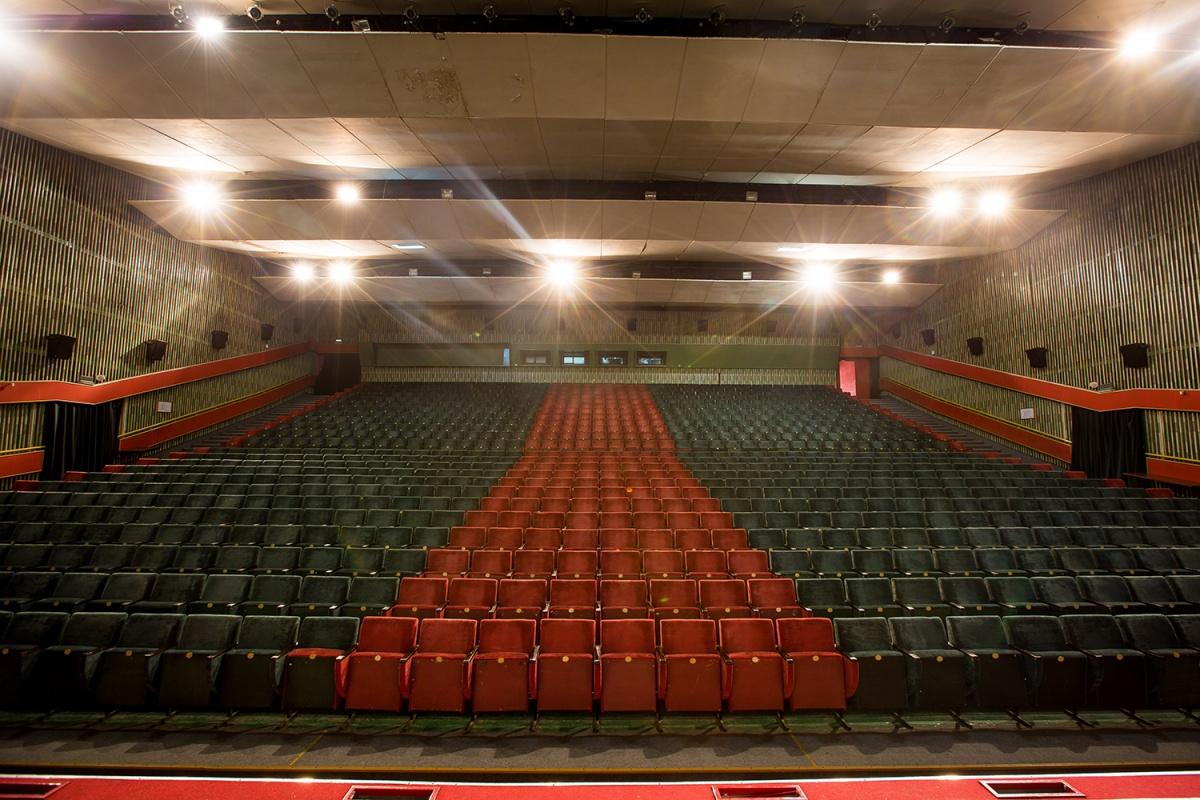 Часто в зал ККК им. Маяковского на киносеанс приходит порядка 10 человек.
