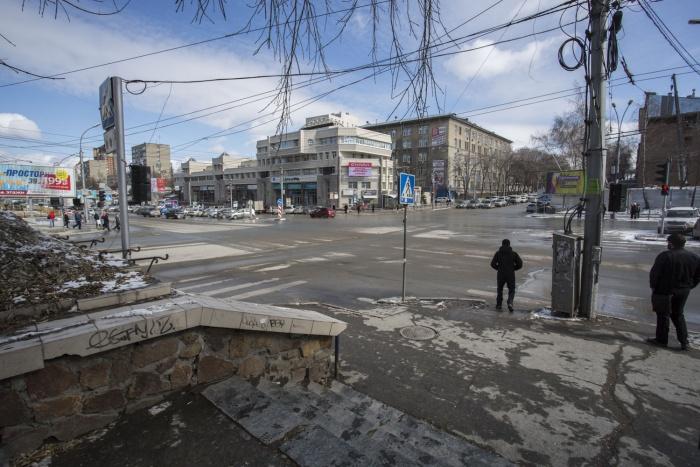 Перекресток ул. Писарева и Красного проспекта