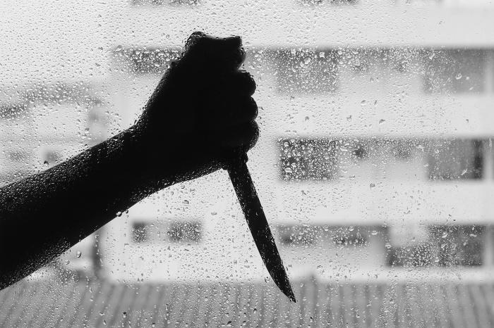 Мужчину изрезали ножом