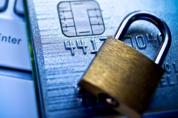 Новосибирцу вновь по ошибке заблокировали карту из-за чужих долгов