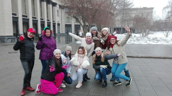 Новосибирские танцовщицы стали участницами всероссийского флешмоба #вызовкриду