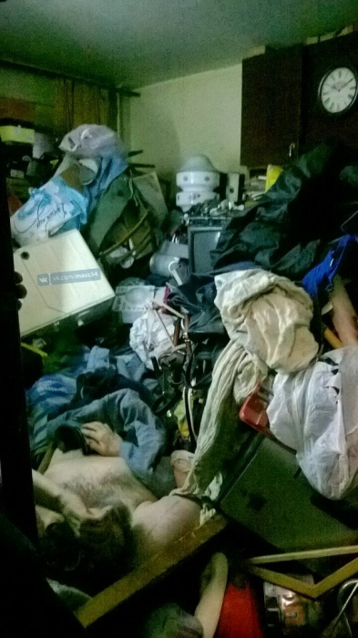 Квартира пострадавшего до потолка была захламлена мусором