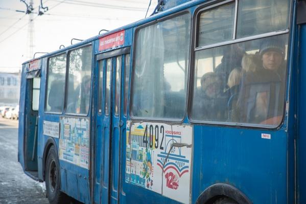 Кондуктор троллейбуса попросил у женщины справку с фотографией