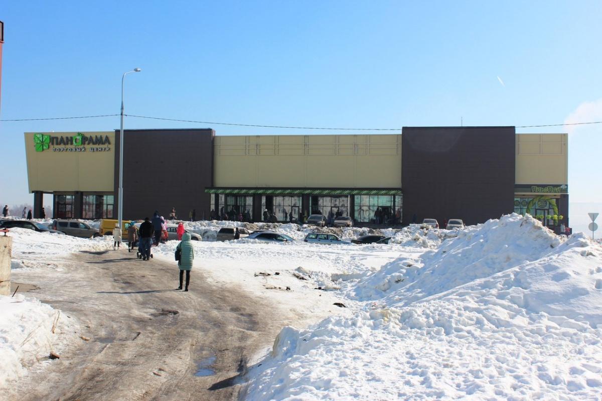 Первый торговый центр на Плющихинском жилмассиве