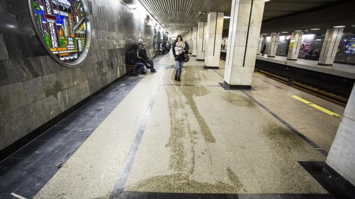 Станцию метро «Речной вокзал» залило в нескольких местах