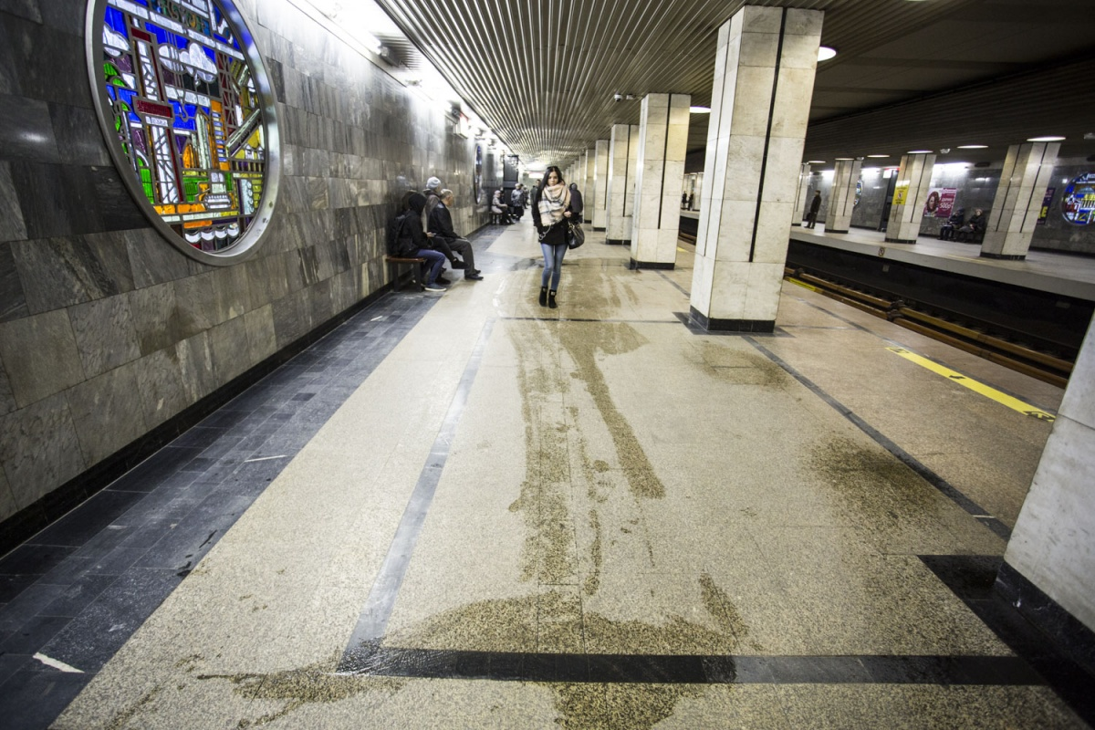 Станцию метро «Речной вокзал» залило в нескольких местах (фото)