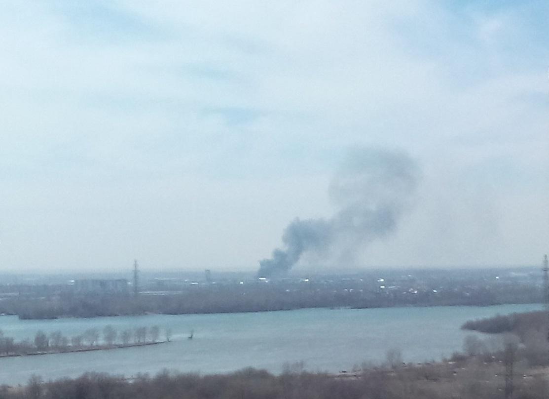 Над городом поднялся столб дыма