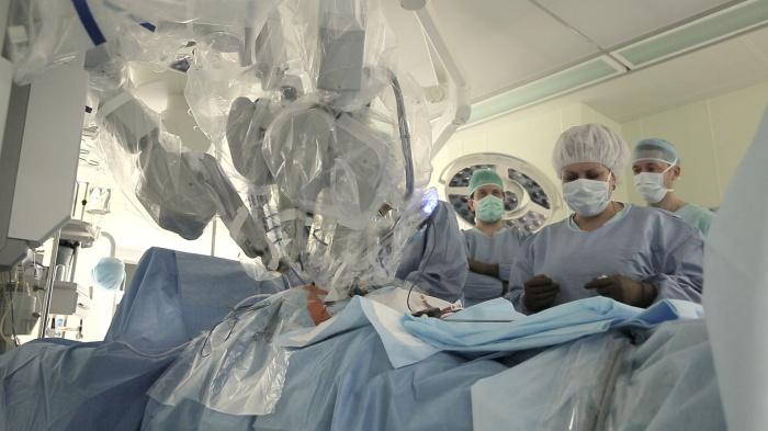 Робот da Vinci участвует в операциях клиники Мешалкина с 2011 года
