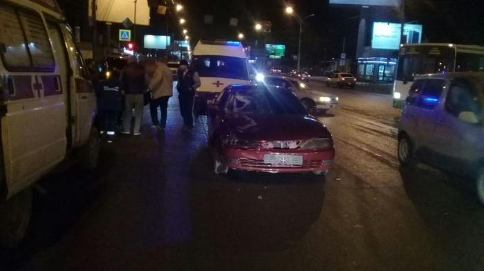 Пешехода, переходившего дорогу на красный свет, отбросило после столкновения с автомобилем на 18 м