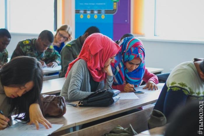 Иностранцы пишут специально составленный тест