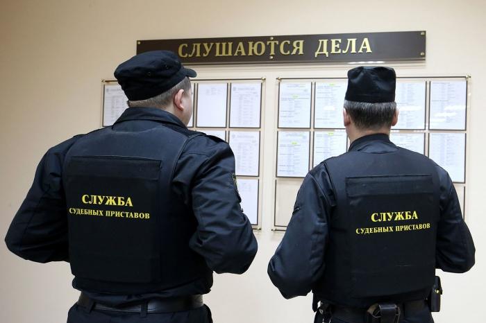 Судебные приставы Новосибирской области добились выплаты 100 тыс. руб. пострадавшей в аварии