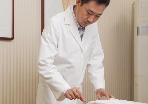 Избавим от боли в позвоночнике за десять дней с помощью иглоукалывания