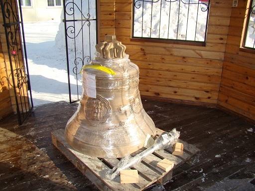 В Новосибирск привезли 700-килограммовый колокол для строящегося храма