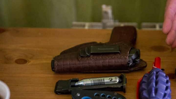 Посетитель сауны напал на бойцов Росгвардии с ножом и гранатой