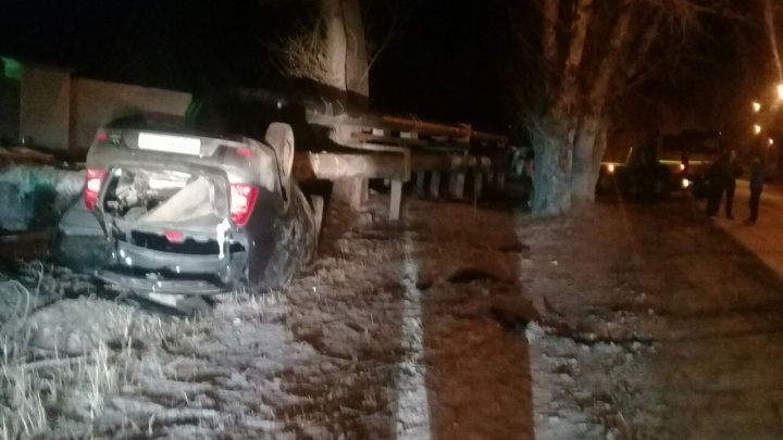 Водитель «Рено» чудом не пострадал в жестком ДТП с КамАЗом