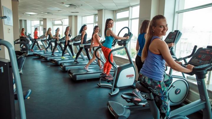 Фитоняшки и атлеты устраивают часы пик в фитнес-залах