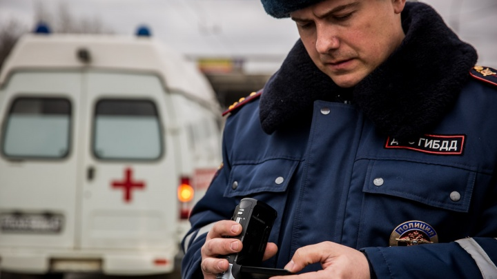 Инспектор ГИБДД ездил на «скорой» и снимал водителей на камеру