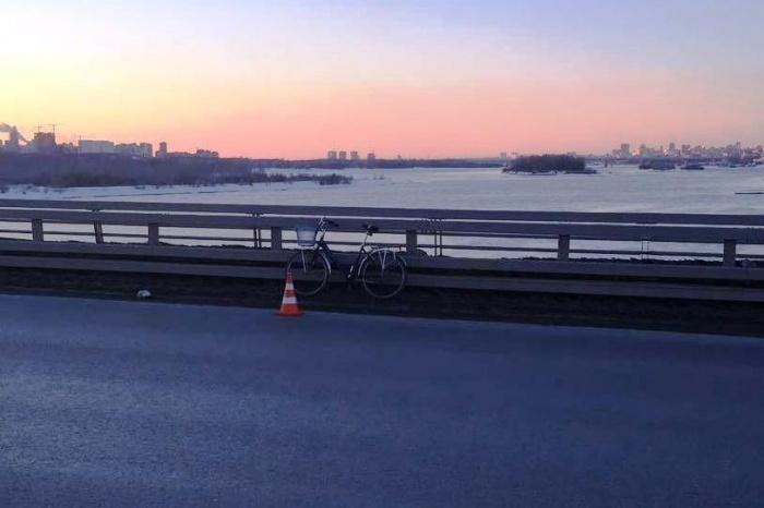Место столкновения «ГАЗели» с велосипедомотмечено сигнальным конусом
