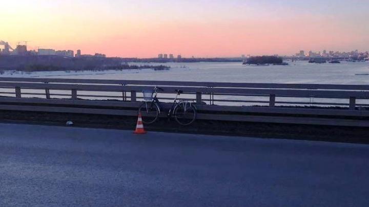 Ослепленный солнцем водитель «ГАЗели» сбил велосипедиста на Бугринском мосту