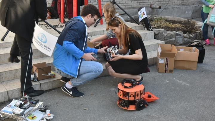 Крошечные роботы пришли убирать мусор в Новосибирский зоопарк
