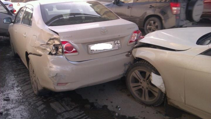 Не успевший затормозить BMW собрал ДТП из 5 машин