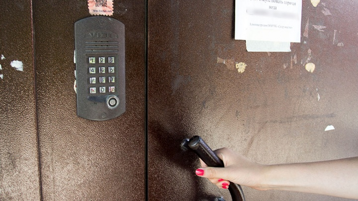 Новосибирцам бесплатно поставят в подъезды 4 тысячи видеокамер