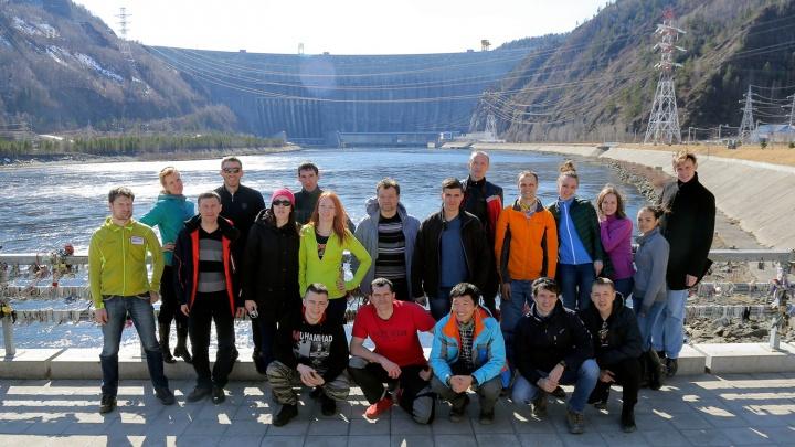 Двадцать новосибирцев забрались бегом на гору высотой 2 километра