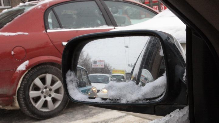 На трассе под Новосибирском столкнулись около 10 машин (фото)