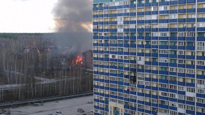 Новосибирцев встревожил густой черный дым над Первомайским районом