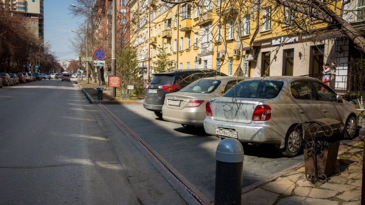 С парковок в центре убрали цепи после вмешательства прокуратуры