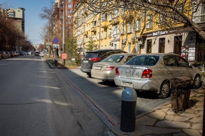 Парковка возле дома  № 12  на ул. Урицкого