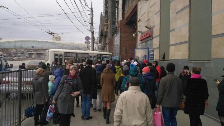Пассажиров автовокзала эвакуировали из-за подозрительной коробки