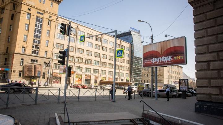 Власти решили убрать вызывающую рекламу с улиц ко Дню Победы