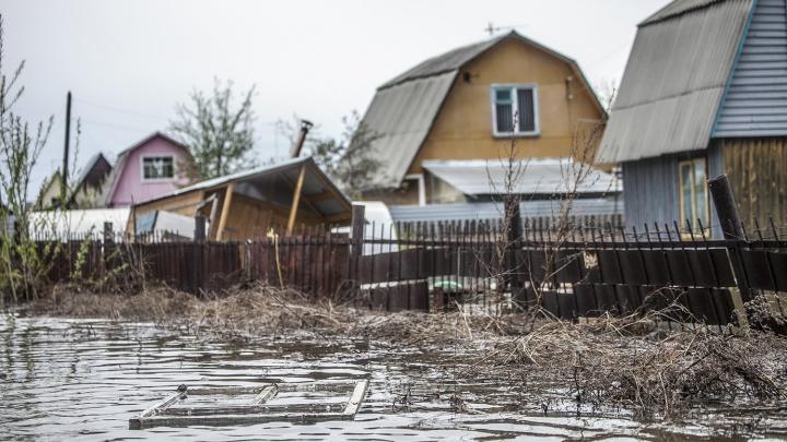 Власти вычистили 500 метров уличной канализации и приготовились переселять людей из-за потопа