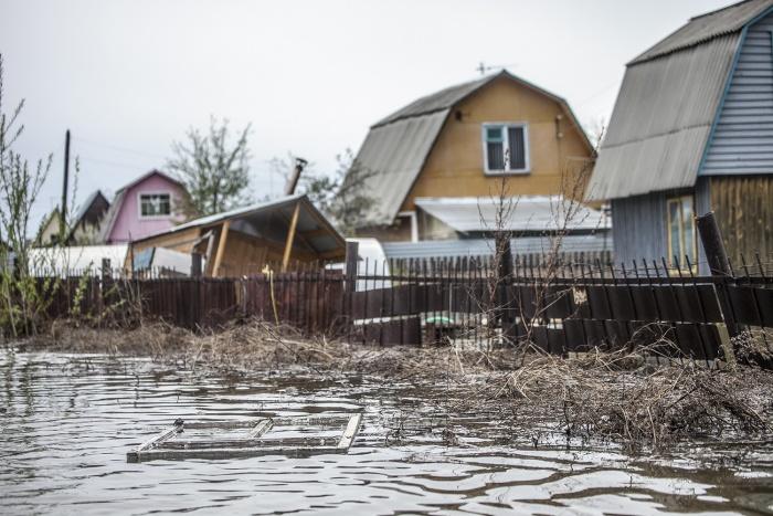 Паводок грозит сотням многоквартирных и частных домов, дачам, дорогам и мостам