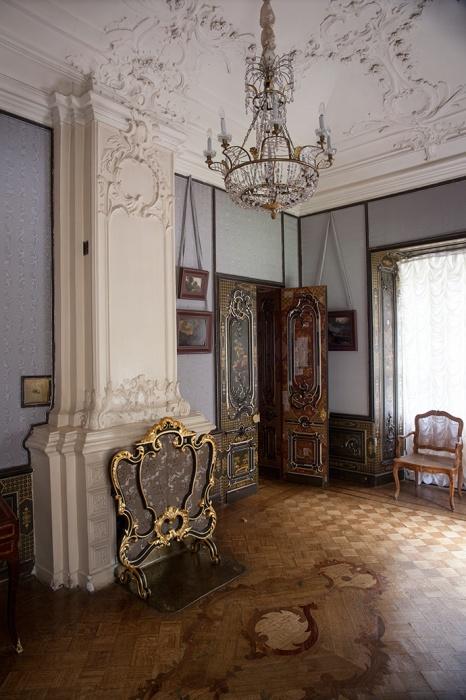 Кабинет Петра III, вид в сторону спальни