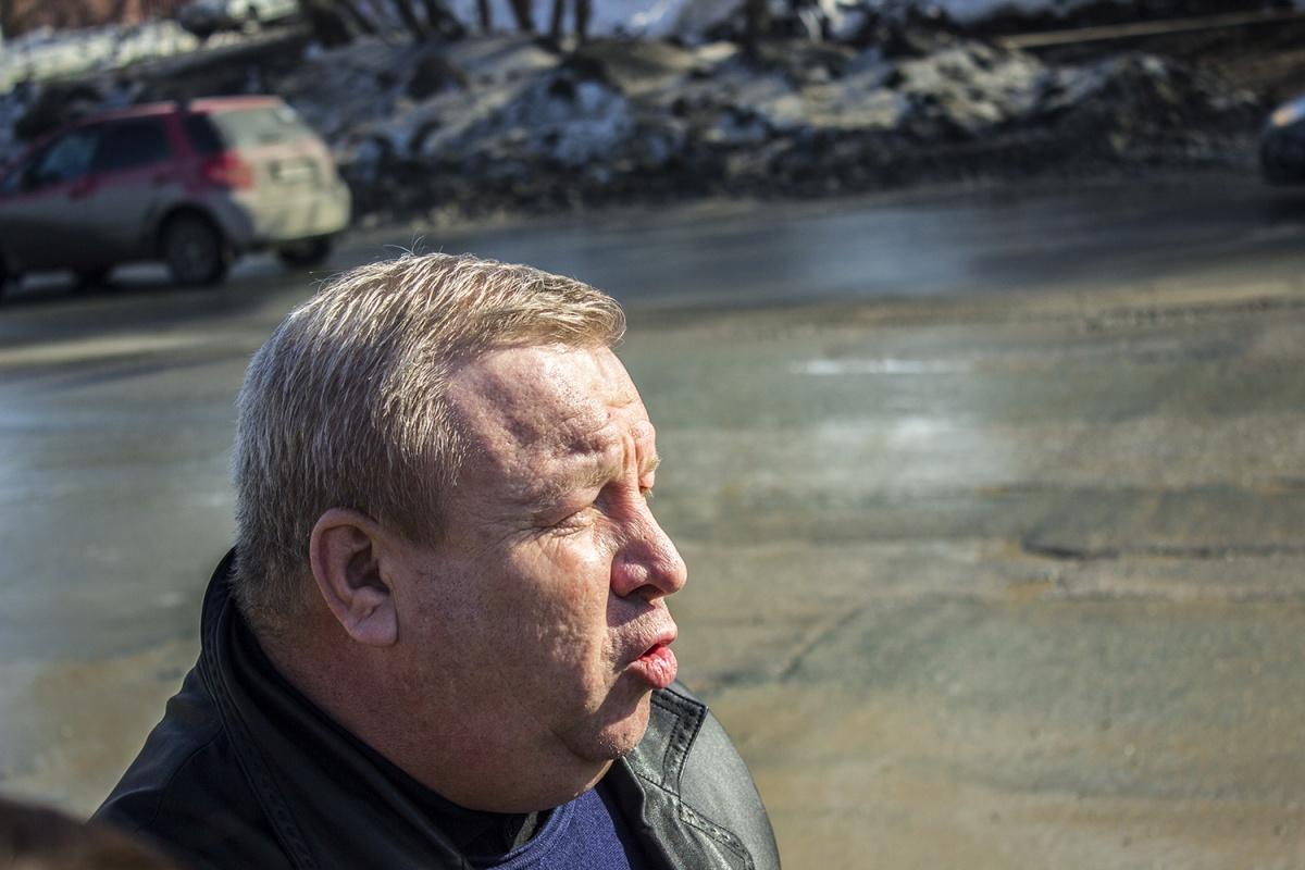 Юрий Алексеевский на встрече с журналистами на перекрестке ул. Бориса Богаткова и Национальной