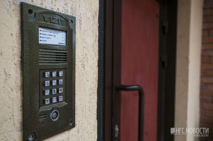Эпидемия краж домофонов: пострадали еще 14 подъездов