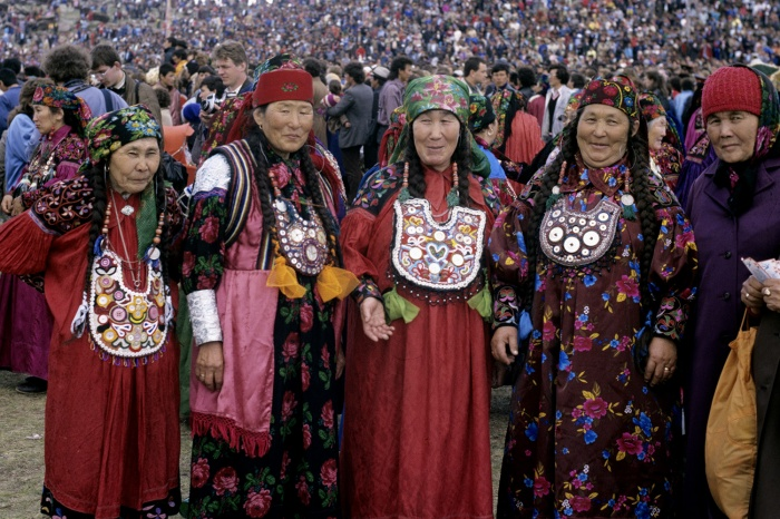 Женщины Хакасии в национальных костюмах