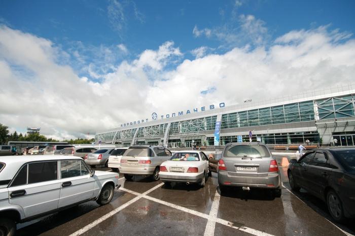 Аэропорт «Толмачёво» попросил ГИБДД ограничить парковку на Станционной