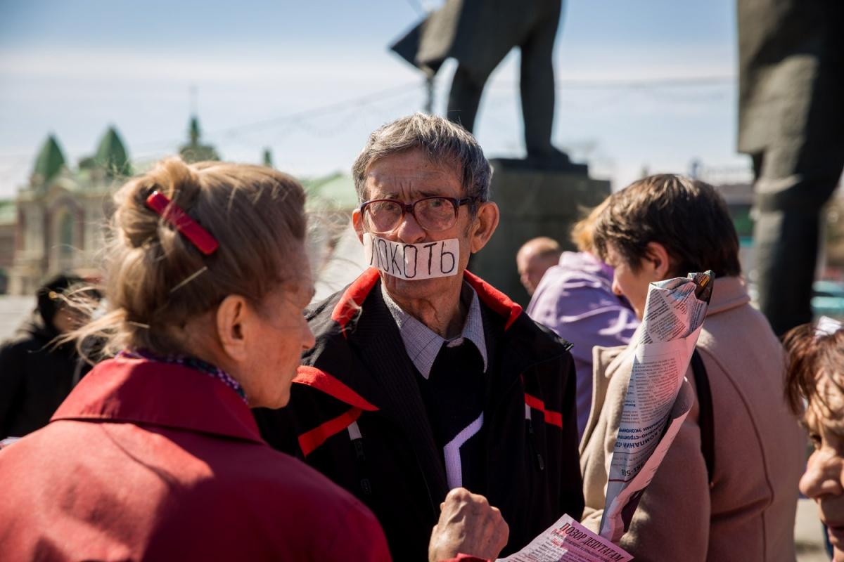 Один из участников митинга таким образом выступил с критикой политики мэра Новосибирска