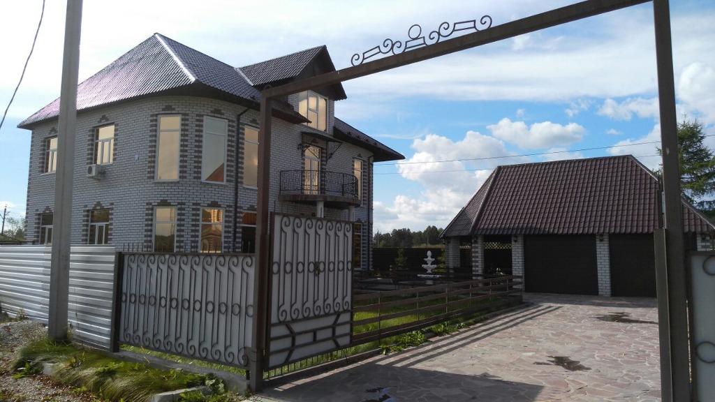 Пять комнат, общая площадь — 380 кв. м, Имеется гараж с автоматическими воротами на два автомобиля<br>