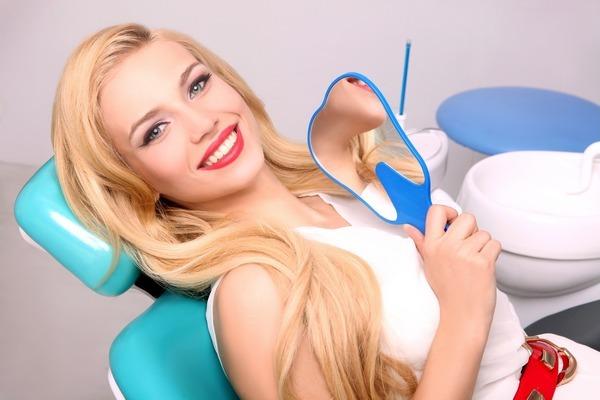 Почему стоит посещать стоматолога летом?