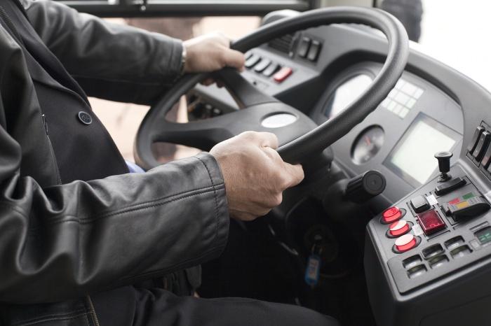 Конфликт водителей из-за гонки на дороге закончился увольнением